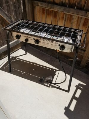 Camp chef expedition 3x 3 burner. Estufa de 3 quemadores para plancha de tacos. Griddle for Sale in Fresno, CA