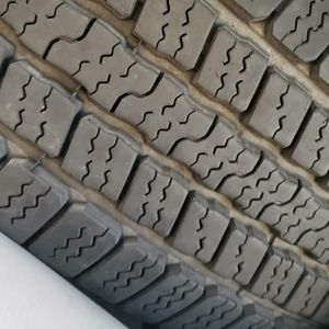 255 70 16 tires Goodyear's rs a for Sale in Newark, CA