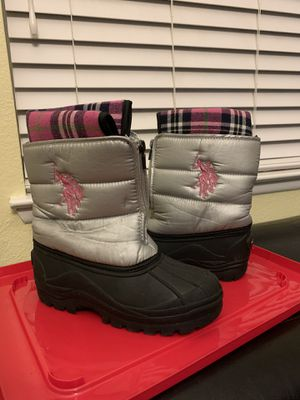 Snow boots for girl, size 2. $10 obo for Sale in North Las Vegas, NV