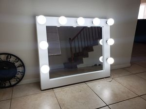 Large makeup vanity mirror. 30x36 for Sale in Moreno Valley, CA
