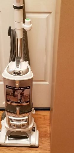 NEW cond SHARK NAVIGATOR VACUUM. LIFT-AWAY MODEL , WITH AMAZING POWER SUCTION , WORKS EXCELLENT, for Sale in Auburn,  WA