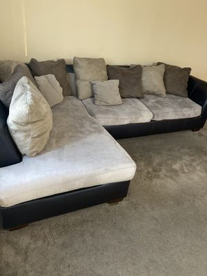 Sectional couch with pillows FREE for Sale in Los Angeles, CA