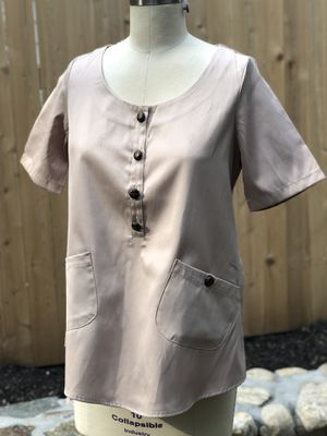 Mina et Bina Tunic Top Blouse Scrub with Pockets for Sale in Waltham, MA