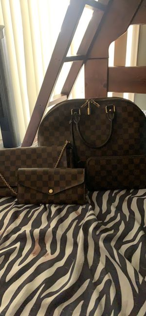 I'm Selling My 4 Yrs Old Louie Vuitton Alma MM In Damier Ebene, My 3rd Yrs. Of Zippy Wallet, My Last Year Favorite MM, And My Sarah Wallet .... for Sale in Los Angeles, CA