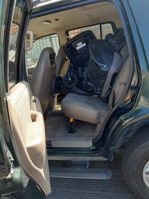 2002 ford explorer (Mountaineer) for Sale in Los Angeles, CA