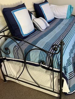 Pottery Barn Trundle Day Bed , Two Matresses Included for Sale in Brooklyn,  NY