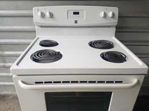 Nice and clean! Kenmore stove for Sale in Chesapeake, VA