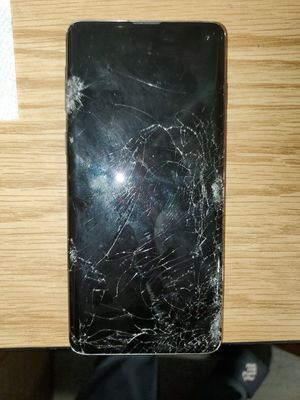 S10 with cracked screen for t mobile for Sale in The Bronx, NY