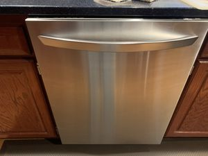 24 inch stainless steel dishwasher in excellent condition for sale for Sale in Marlborough, MA