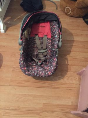 Baby girl car seat and tub for Sale in Southport, NC