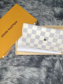 White Checkered Wallet for Sale in Murrieta,  CA
