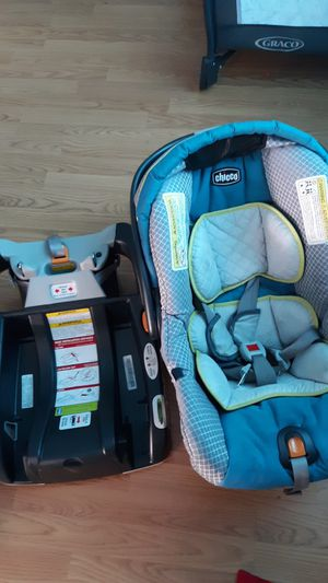 Chicco Carseat and stoller with base for Sale in Aberdeen, WA