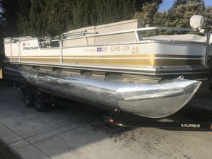 1999 SUN TRACKER PONTOON BOAT PARTY BARGE 25 ft 14 people for Sale in Phillips Ranch, CA