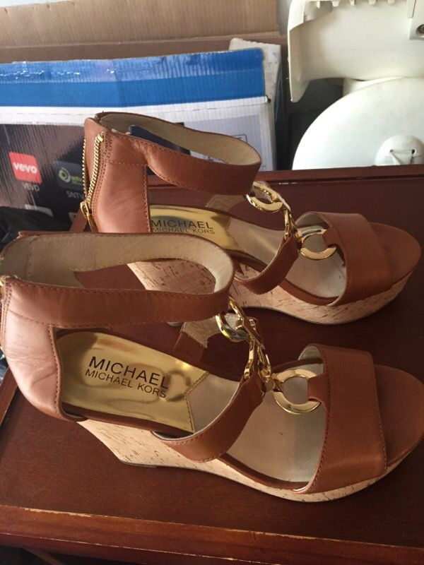 Almost new Michael Kors wedge Sandals size 6M