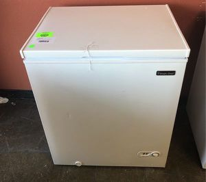 Magic Chef Deep Freezer HMCF5w4 8IS for Sale in Missouri City, TX