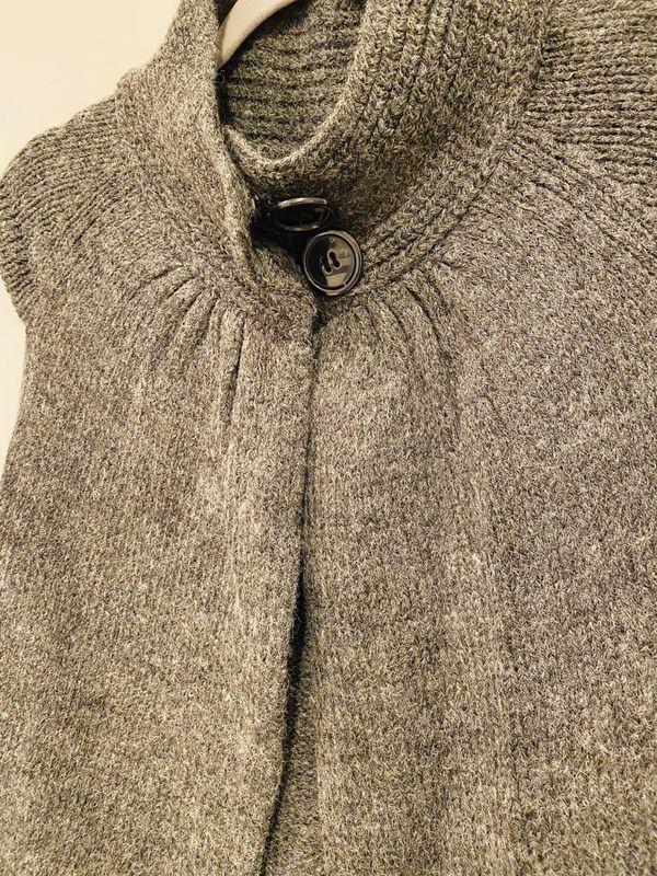 Max Mara grey sweater vest top