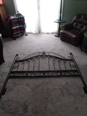 Queen size bed and frame for Sale in Universal City, TX