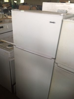 Newer model. Refrigerator. for Sale in Cleveland, OH
