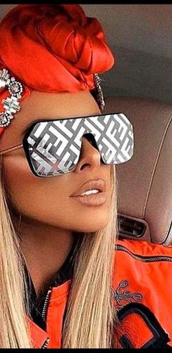 FAUX FENDI MIRROR SQUARE SUNGLASSES for Sale in Long Beach,  NY