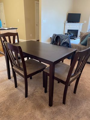 Kitchen table and chairs for Sale in Bridgeport, WV