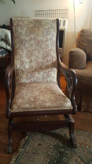 Antique rocking chair for Sale in Pelzer, SC