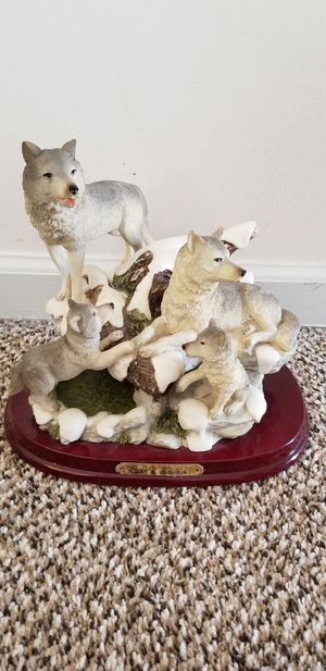 Ruby's collection wolf statue for Sale in Clayton, NC