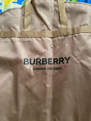 Burberry garmet and suit cover for Sale in Pico Rivera, CA