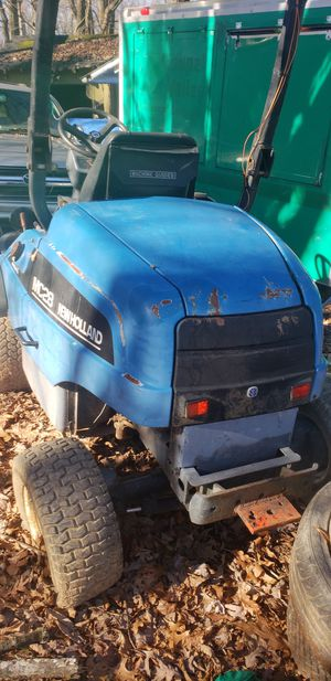 New hollan MC28 4WD tractor for Sale in Gaithersburg, MD