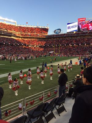 2 49ers vs Rams lower level sec 143 row 5 for Sale in Milpitas, CA