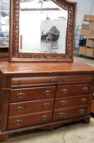 Beautiful Bassett Furniture Lowboy Dresser and Mirror - Delivery Available for Sale in Tacoma, WA
