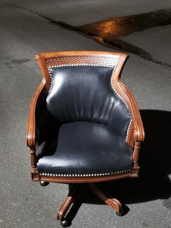 Leather Office Chair for Sale in Joint Base Lewis-McChord,  WA