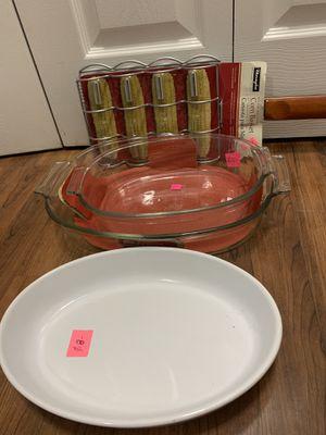 Pyrex easy grip 2pcs 1 oval platter 1corn basket $35 for 4pcs for pickup only for Sale in Elmhurst, IL