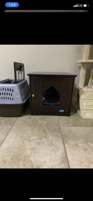 Litter box enclosure with litter box and litter for Sale in Orlando, FL