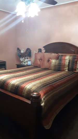 Queen size bedroom set for Sale in Bell, CA