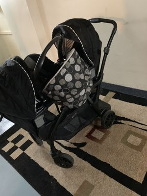 Doble stroller and car seat with car attachments for Sale in Cleveland, OH