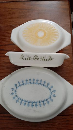 Vintage pyrex serving dishes for Sale in Upland, CA
