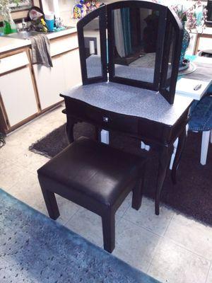 Black vanity desk for Sale in Vernon, CA