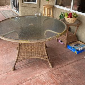 Pario Table With Accent Table for Sale in Glendale, AZ