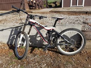 2012 KHS DH300 Mountain bike for Sale in Ramona, CA