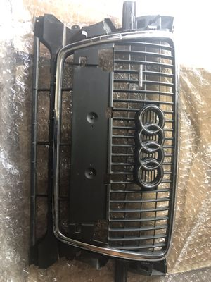 Audi Q5 09-12 OEM Grille for Sale in Kirkland, WA