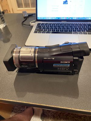 Sony HDV video camera with extra lens and case for Sale in Sugar Hill, GA