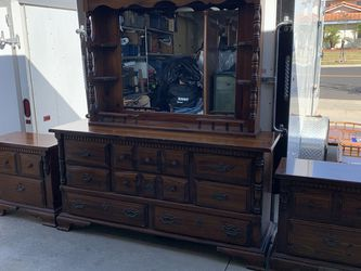 4 Piece Hardwood Bedroom Set for Sale in Fountain Valley,  CA