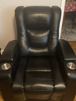 Leather Recliner Electric With Two USB Ports And Two Cup Holders for Sale in Reedsville,  WV