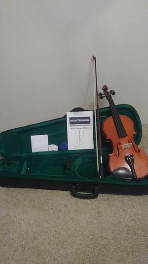 Spectrum 3/4ths violin with accessories for Sale in Wichita, KS