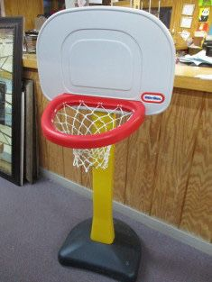 Little Tikes basketball hoop for Sale in Saginaw, TX