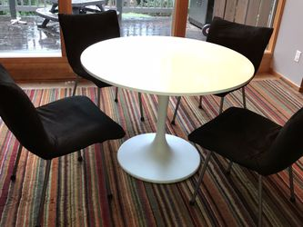 Tulip Table And Chairs for Sale in Issaquah,  WA