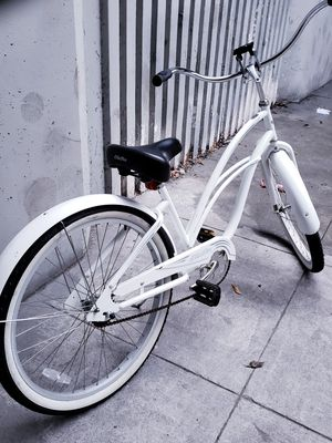 Electra Cruiser Lux 1 White Step-Thru Aluminum Single-Speed Cruiser Bike for Sale in Oakland, CA