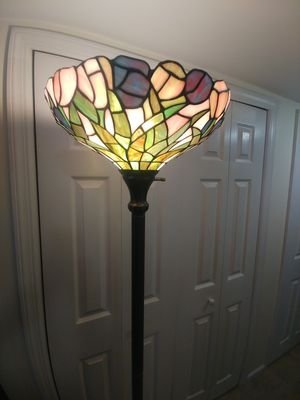 BEAUTIFUL TIFFANY STYLE FLOOR LAMP for Sale in The Bronx, NY