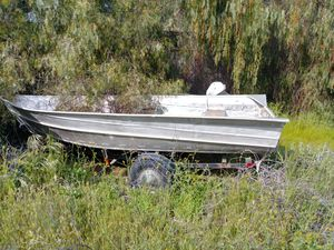 Aluminum boat with trailer for Sale in Menifee, CA