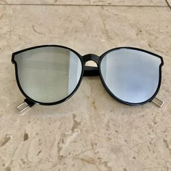 New Silver Mirrored Cat Eye Sunglasses for Sale in Fort Washington,  MD